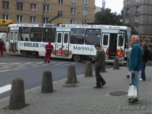 Wykolejony tramwaj na Legionów